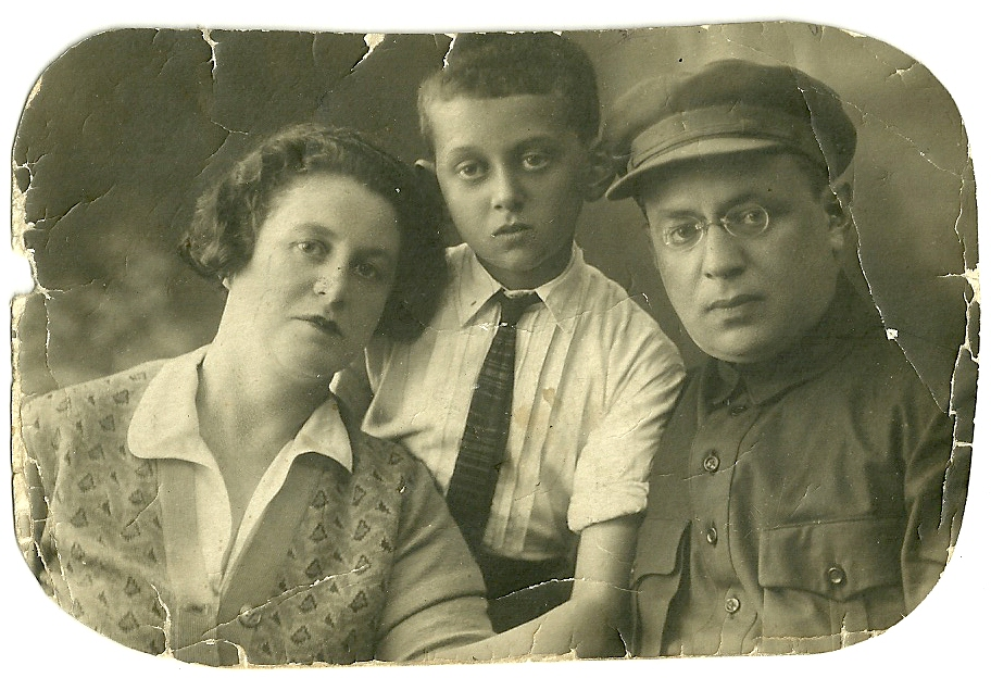 Simon Kleyn (boy) with his parents, Esther and Yuda Kleyn.
